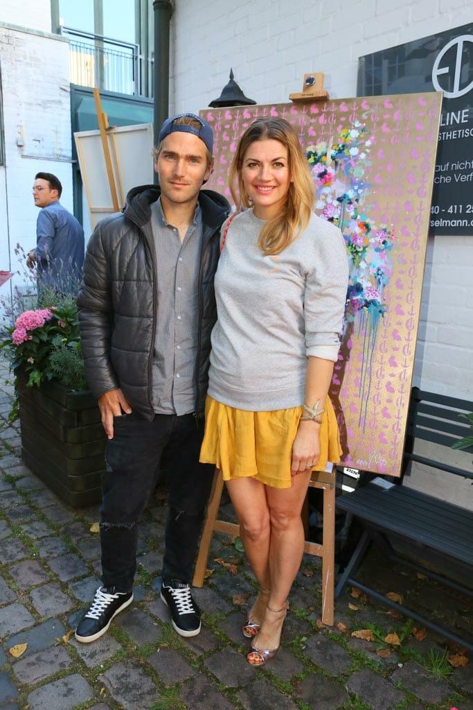 Benjamin Baarz (Hemd Michel Michels) Nina Bott (Pullover Hey Soho) (c) Petersen Relations.JPG
