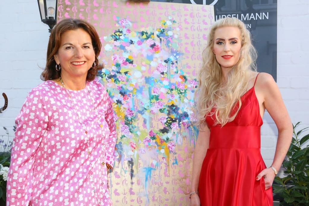 Claudia Obert mit Künsterlin und Gastgeberin Juliane Golbs (c) Petersen Relations.JPG