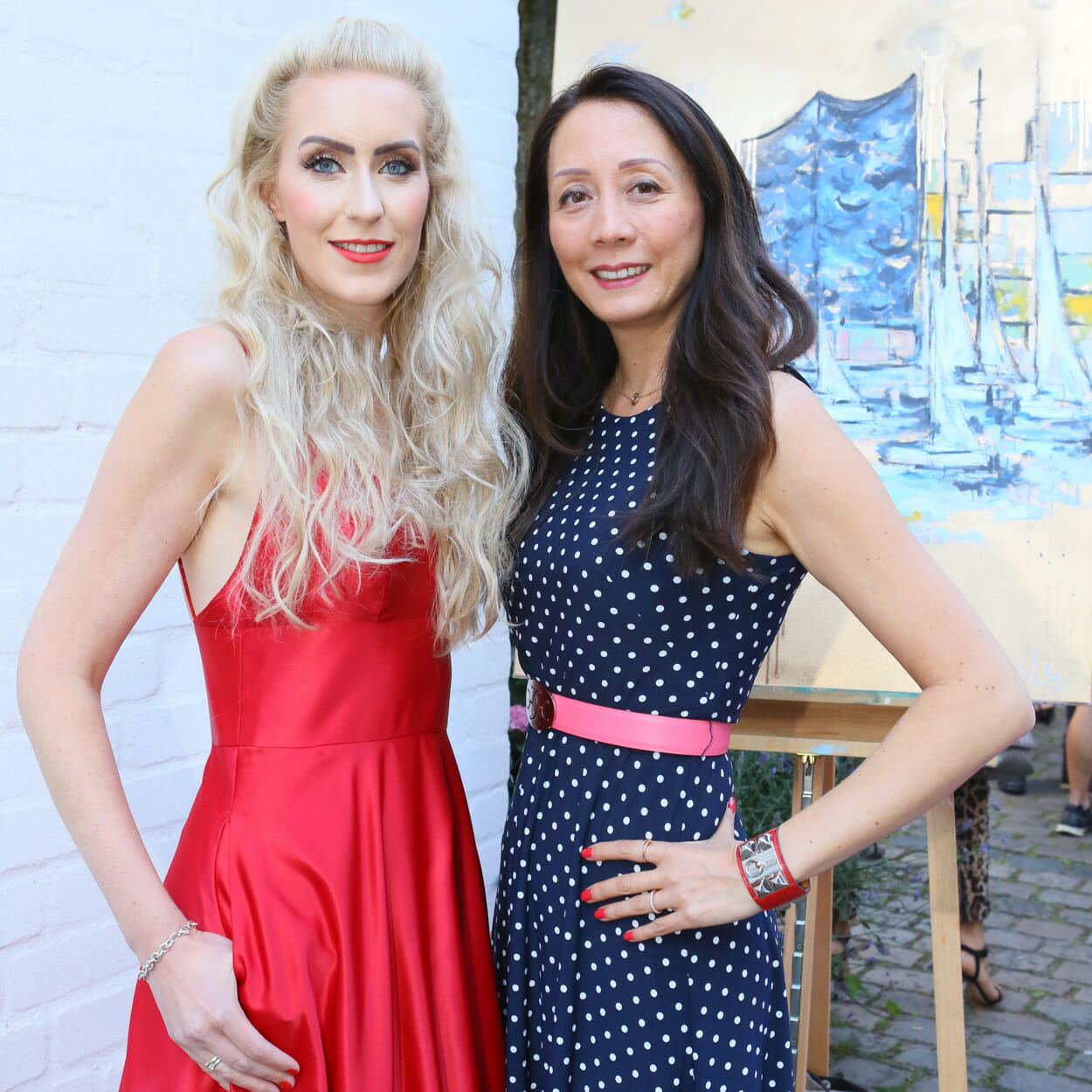 Phong Lan Hofer besucht Kunstausstellung in Hamburg von der Künstlerin Juliane Golbs. Phong Lan Hofer mag die Kunst sehr.